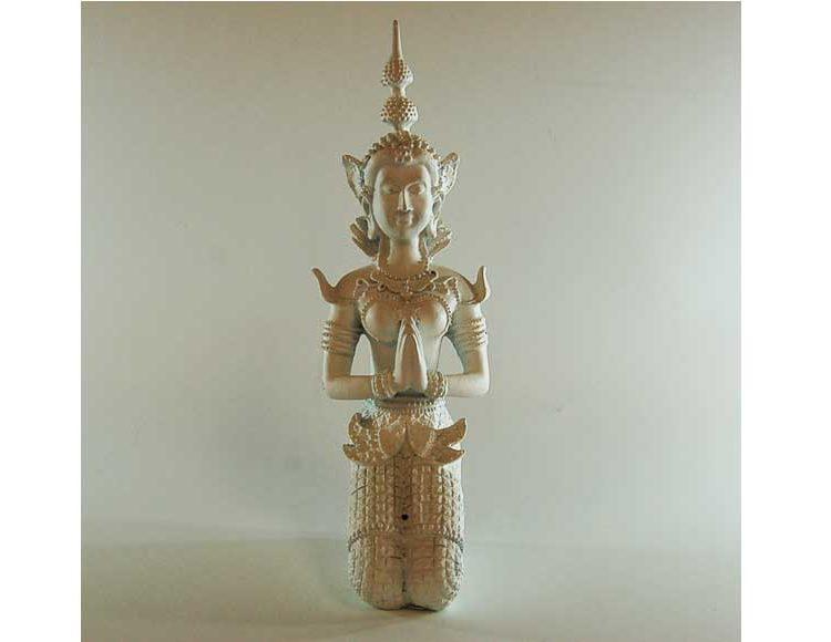 diosa-birmana-rodillas-blanca
