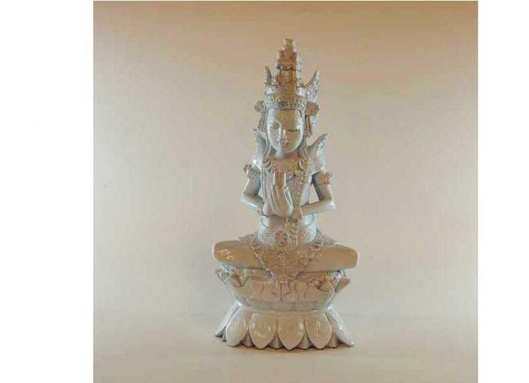 diosa-birmana-sentada-blanca