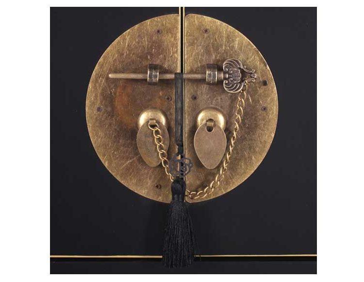 recibidor-oriental-negro-puertas-cajones-medallon