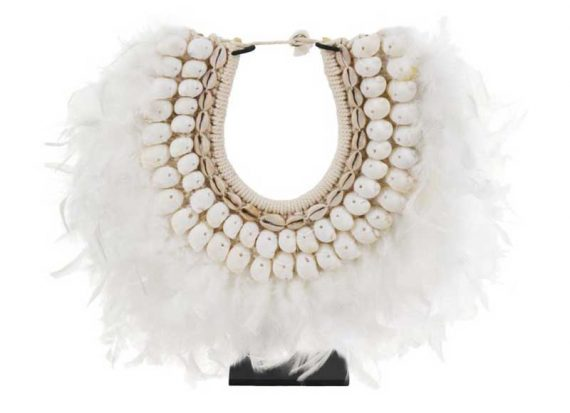 collar-decoracion-plumas-caracolas