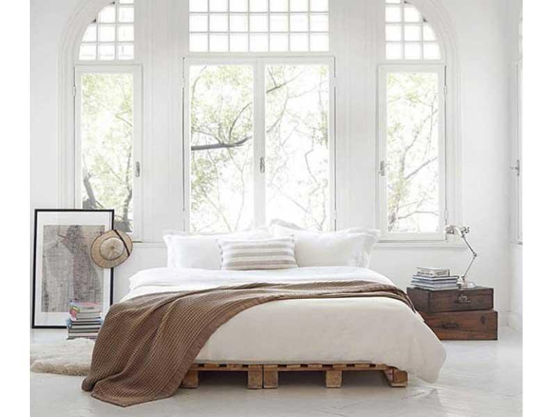 dormitorio-blanco-mesillas-maletas