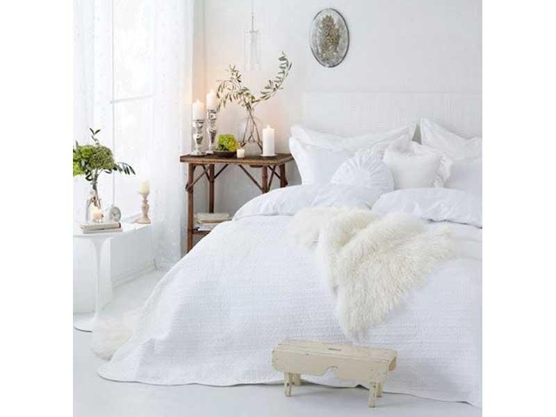 dormitorio-nordico-mesa-bambu