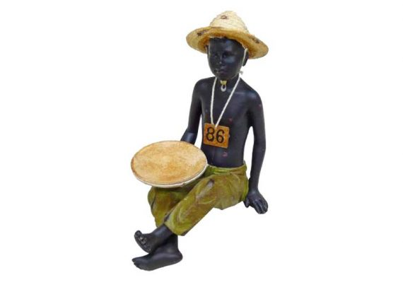 figura-niño-africano-sentado