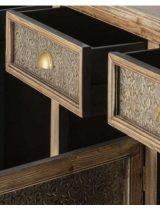 aparador-etnico-madera-metal-repujado-abierto