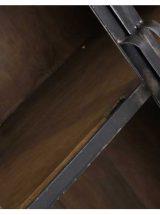 vitrina-industrial-madera-puertas-metal-cristal-detalle