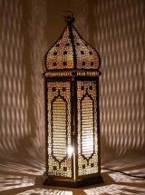 lampara-suelo-arabe-metal-blanco-dorado-encendida