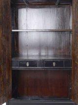 armario-chino-negro-marron-cajones-interior