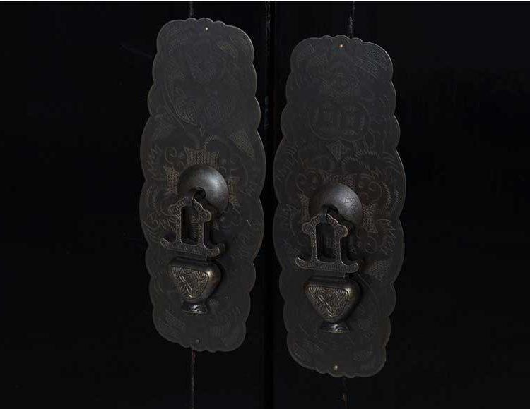 armario-oriental-bajo-negro-tiradores