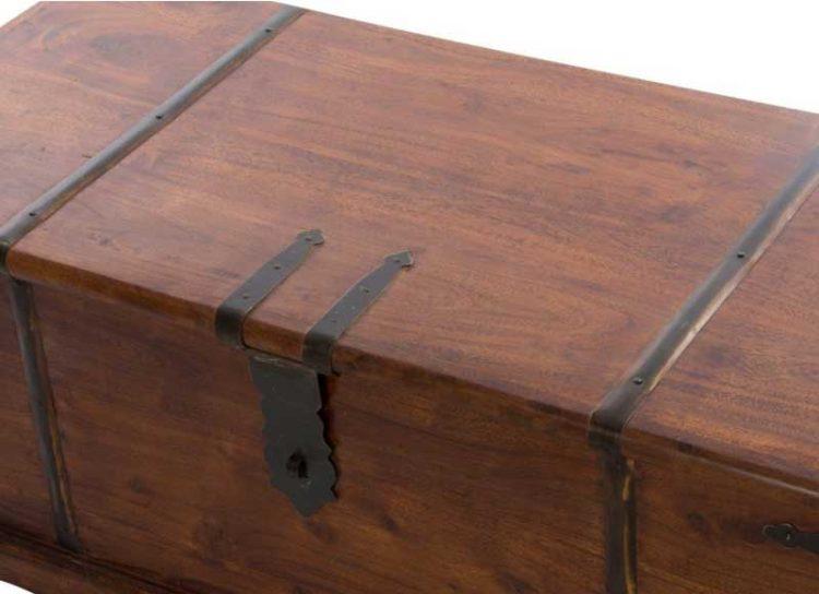 baul-rustico-madera-maciza-herrajes-detalle