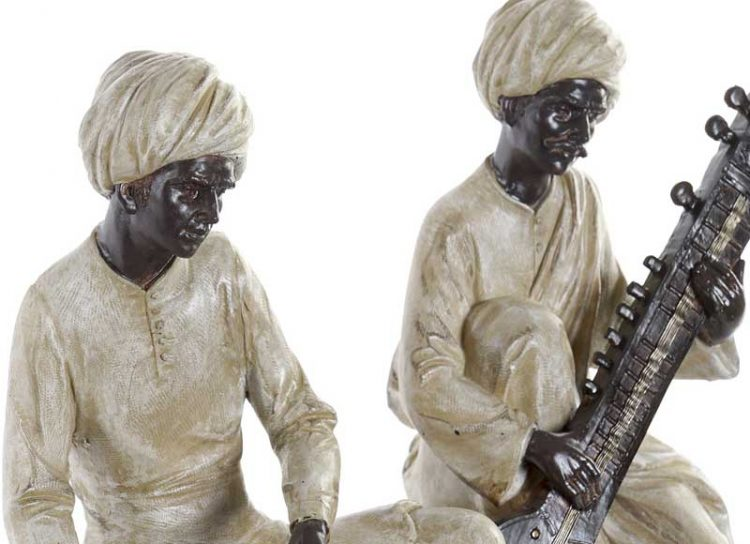 figura-hombre-hindu-tambores-detalle