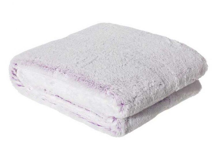 manta-sofa-pelo-blanca-lila
