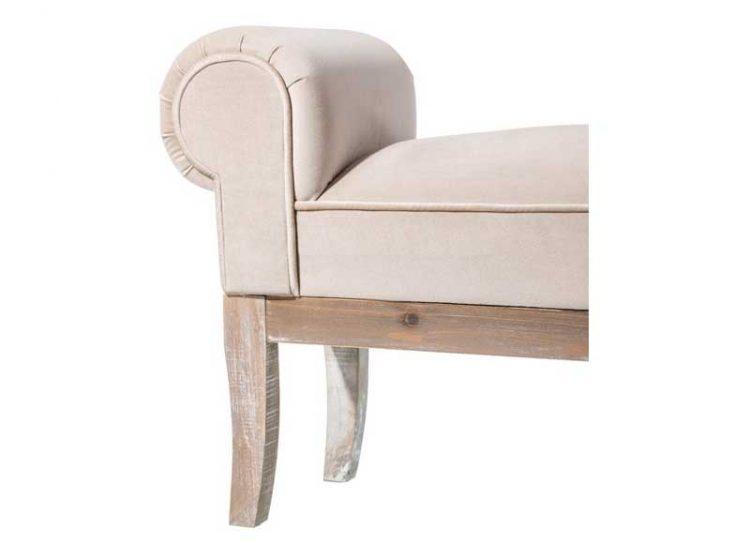 banqueta-brazos-tela-beige-patas-madera-detalle