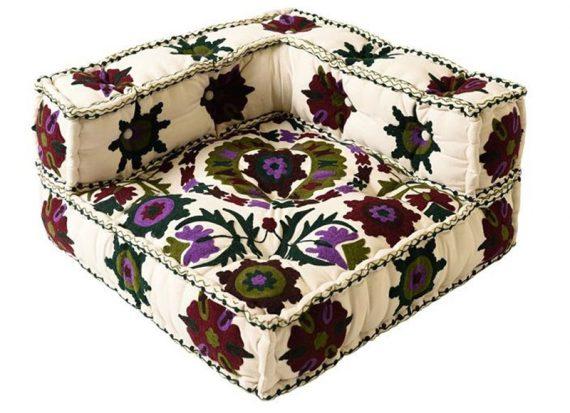 cojin-grande-sofa-suelo-blanco-flores