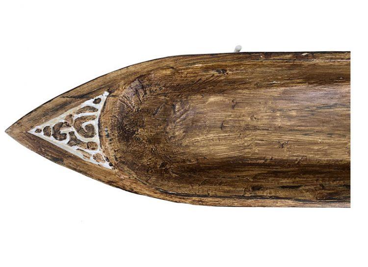 figura-etnica-barca-tallada-madera-soporte-vista-superior