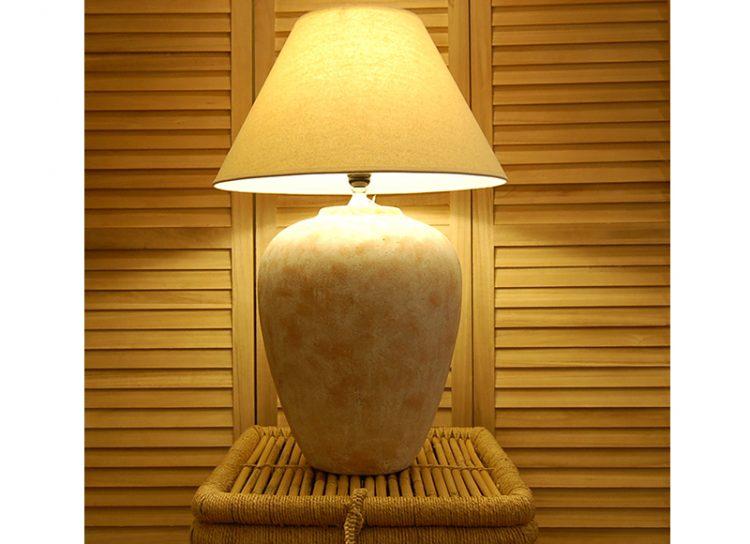 lampara-sobremesa-anfora-terracota-grande-encendida