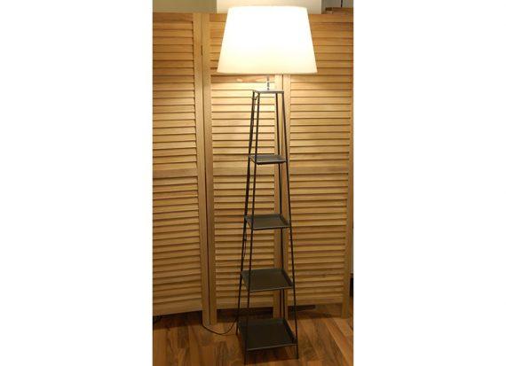 lampara-suelo-metal-estantes